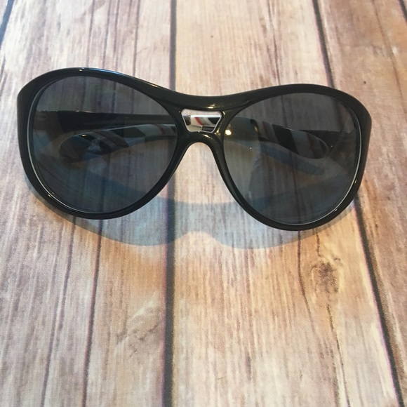 2dda3bd2006 Oakley Accessories - Women s Oakley polarized sunglasses